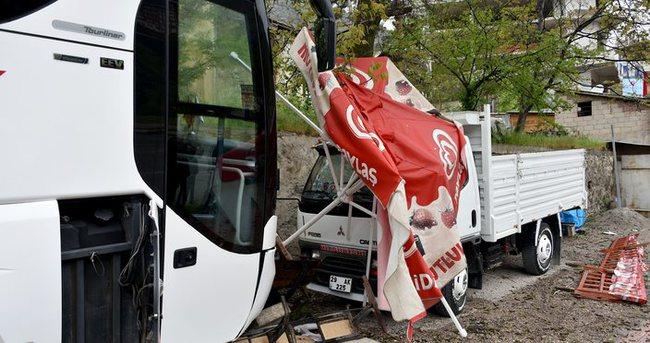 Otobüs şoförü direksiyon başında kalp krizi geçirdi