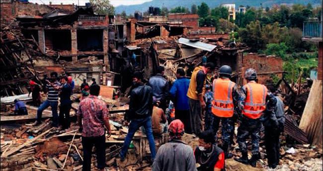 Nepal'de 7 kisiyi kurtardlar