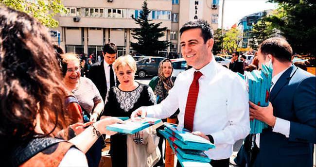 Aydın, Kızılay'da kadın seçmene hediye dağıttı