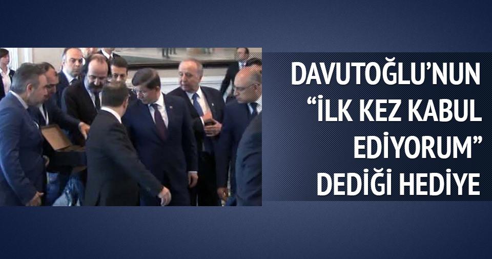 Başbakan Davutoğlu'nun 'İlk kez kabul ediyorum' dediği hediye!