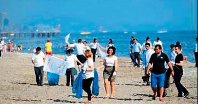 200 gönüllü sahili pırıl pırıl yaptı