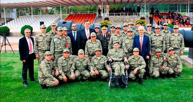 Engelli gençler çakı gibi askerlik yaptı