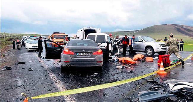 Kars'ta katliam gibi kaza: 6 ölü, 17 yaralı