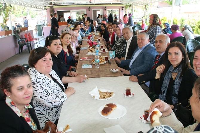 AK Parti Zonguldak Milletvekili Emine Çift Devreklilerle Buluştu