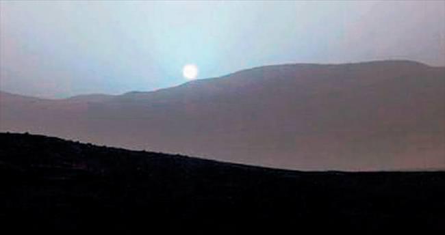 Kızıl gezegende mavi günbatımı