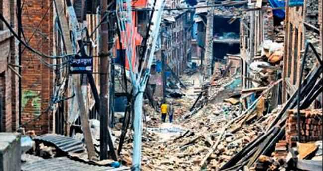 Nepal'deki ikinci deprem 83 can aldı