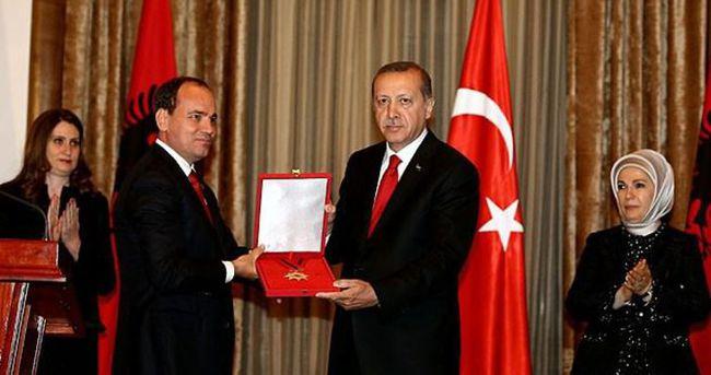 Cumhurbaşkanı Erdoğan'a Ulusal Bayrak Nişanı