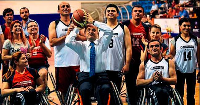 Engelli sporcularla dostluk maçı yaptılar