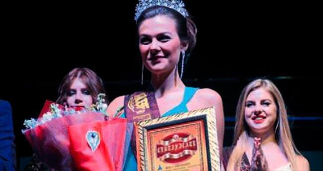 Belaruslu Aliaksandra güzellik tacını kazandı