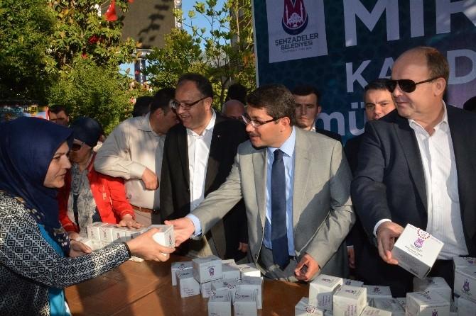 Başkan Çelik Kandil Simidi Dağıttı