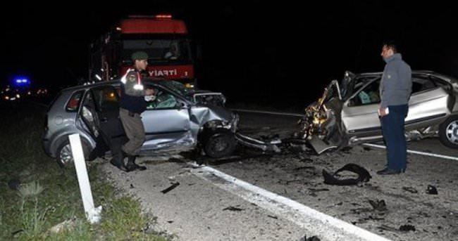 Aksaray'da üç otomobil çarpıştı: 6 ölü