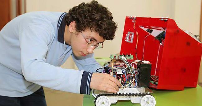Trabzonlu genç akıllı robot üretti