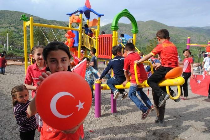 Köylü Çocukların Park Sevinci