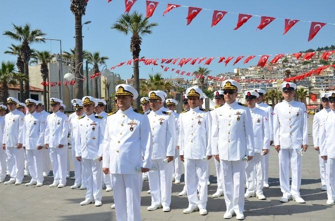 Askeri Gemiler Kuşadası'nda