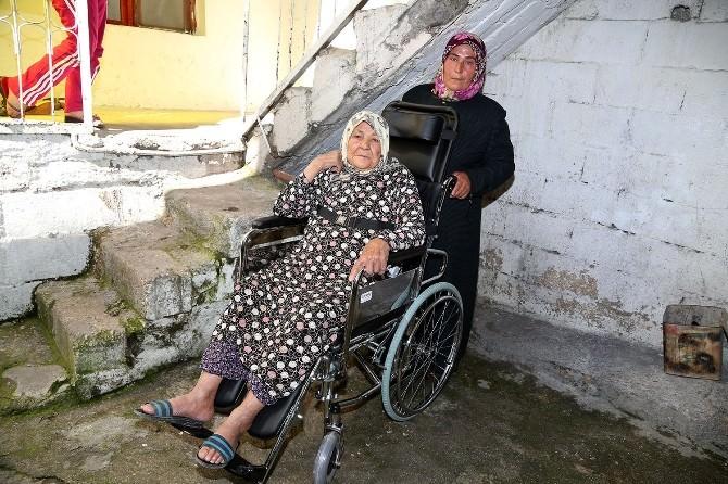 Şehitkamil Belediyesi'nden İki Engelliye Tekerlekli Sandalye