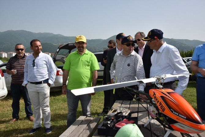 Başkan Üzülmez, Model Uçak Gösterisini İzledi