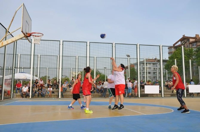 Yalova'da Basketbol Şöleni