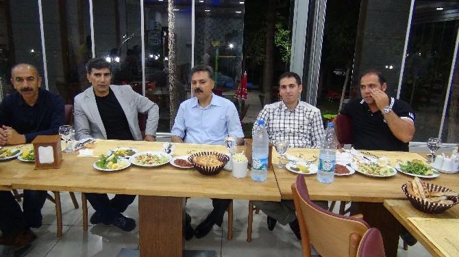 Turnuvada Şampiyon Olan Üretim Müdürlüğü Çalışanlarına Yemek