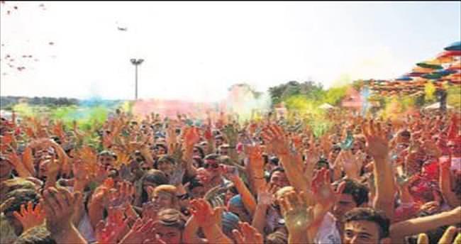 Buca'da gençler için rengarenk festival