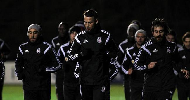 Beşiktaş'ta altı futbolcunun bileti kesildi