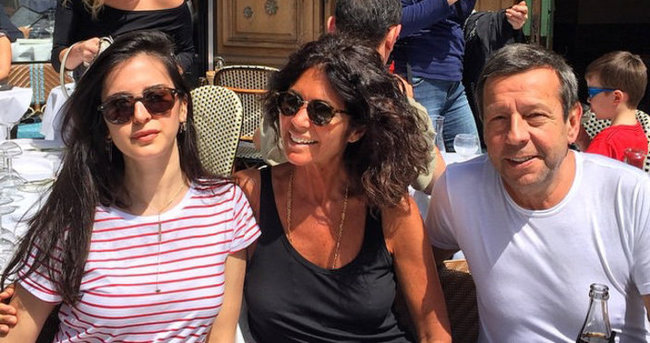 Çapa ailesi Paris tatilinde