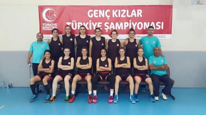 Alanya Belediyespor Basketbol Takımı, Türkiye Şampiyonası'ndaki İlk Rakibini Yendi