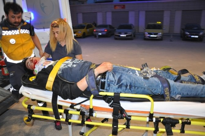 Otomobil İstinat Duvarına Çarptı: 2 Yaralı