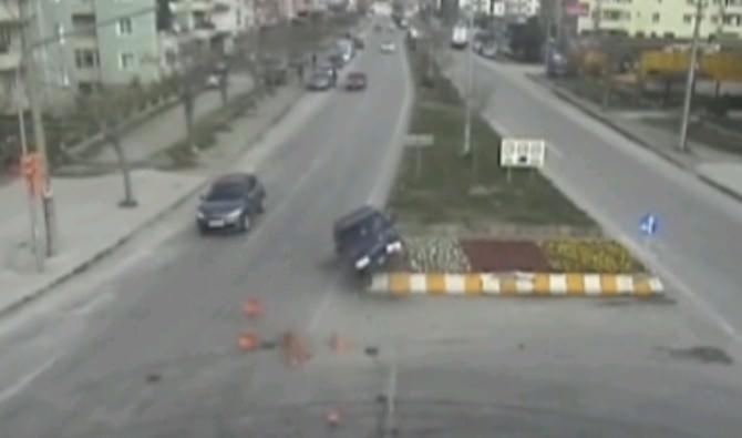 Çanakkale'de Trafik Kazaları MOBESE Kameralarına Yansıdı