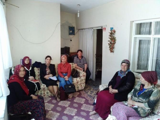 AK Kadınlar Ev Ziyaretlerine Başladı