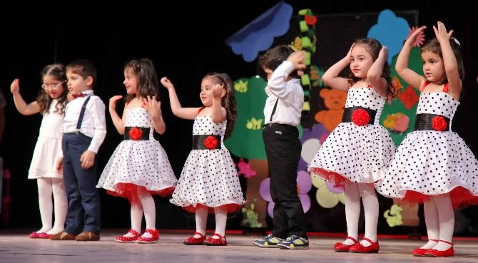 GAÜN'lü Kreş Ve Anaokulu Öğrencilerinden İngilizce Tiyatro Gösterisi