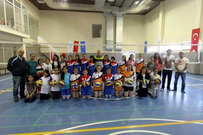 19 Mayıs Yıldız Kızlar Voleybol Turnuvası Yapıldı