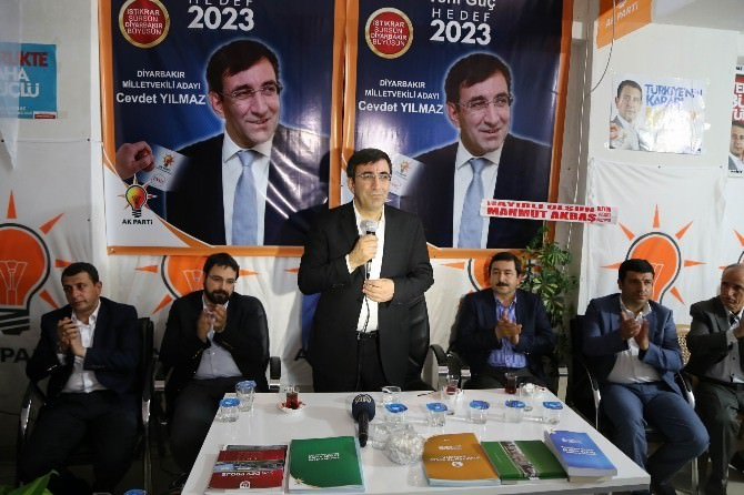 Bakan Yılmaz, Parlak'ın Seçim Bürosunu Ziyaret Etti