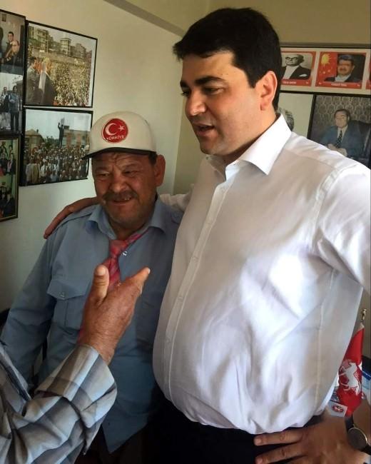 DP Genel Başkanı Uysal, Ayakkabıcı Yaşar'ı Onurlandırdı