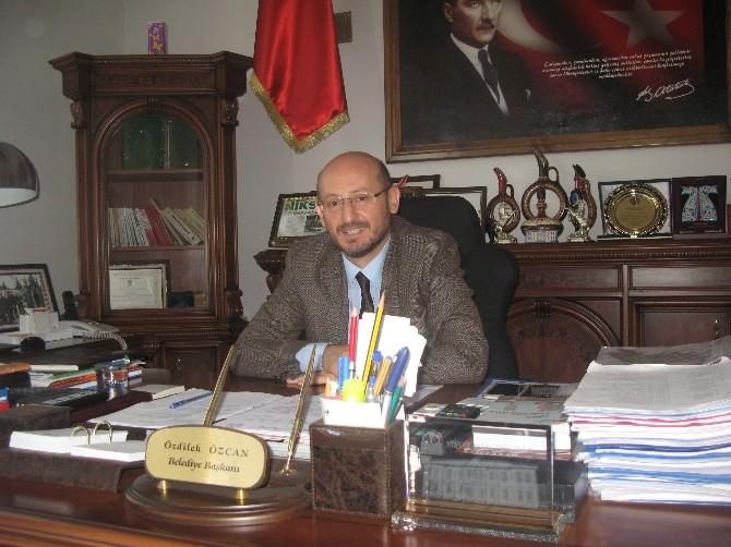 Başkan Özcan'dan Çalışanlara İkramiye Jesti