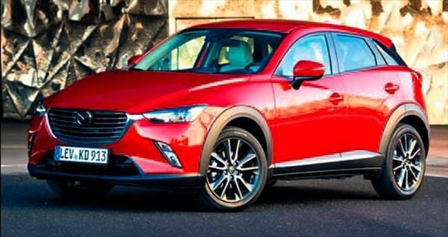 Mazda yeni modeli CX-3'i sergiliyor