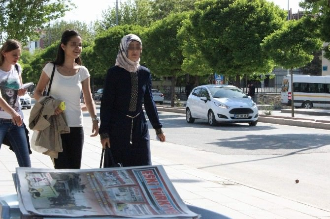 Stant Açan AK Partili Öğrencilere Taciz Ve Darp İddiası