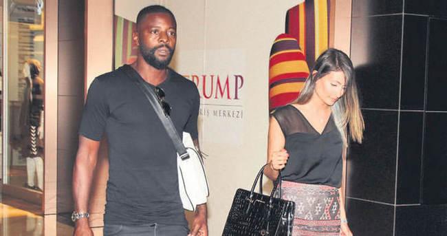 Pascal Nouma ile sevgilisi alışverişte