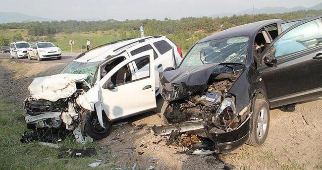 Cip ile otomobil çarpıştı: 1 ölü, 3 yaralı