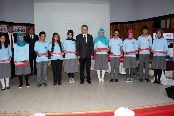 Fatih Projesi Kapsamında 40 Öğrenciye Tablet Dağıtıldı