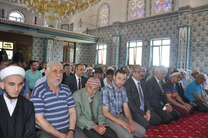 Depremde Zarar Gören Cami Yeniden Yapıldı
