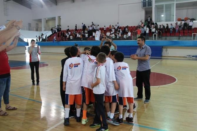 Tekden Koleji Minik Basketbol Takımı Kayseri Şampiyonu