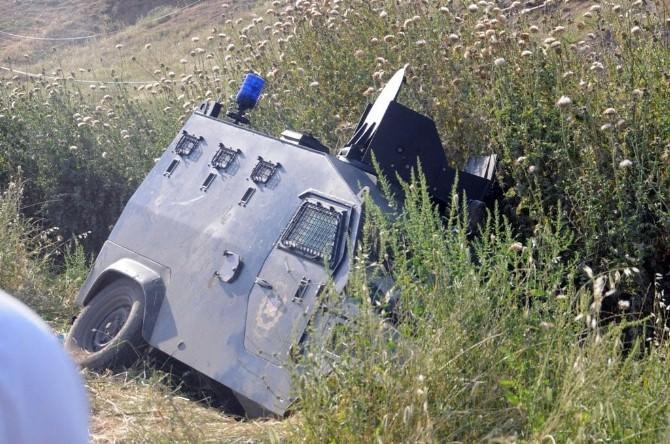 Boya Şişesinin İsabet Ettiği Polis Aracı Kaza Yaptı: 4 Yaralı