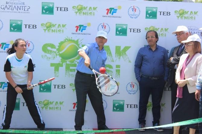 Bakan İle Başkan Tenis Kortunda