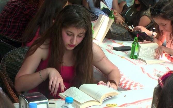 Sosyal Medya Edebiyatından Rahatsız Olunca 'Kitabını Al Gel' Kampanyası Başlattılar