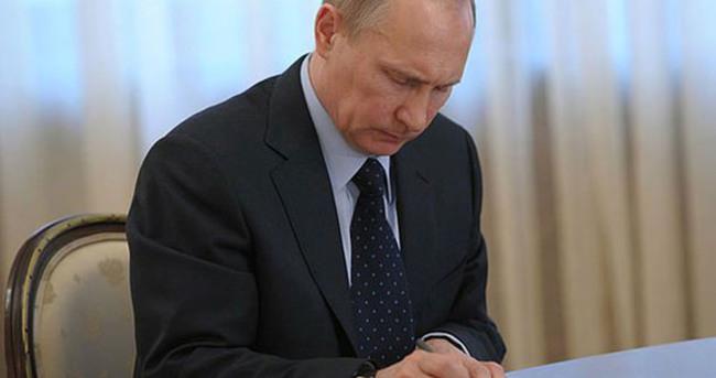 Putin'den yabancı STK'lara kısıtlama