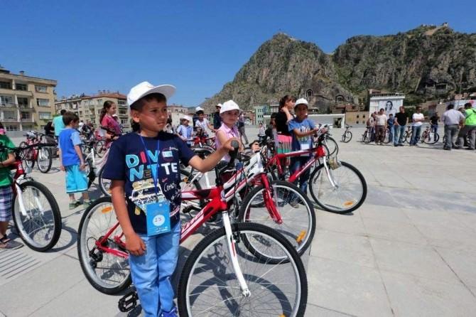 Sağlık Bakanlığı'ndan Amasyalı Çocuklara 300 Bisiklet