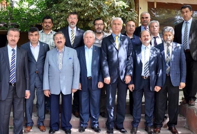 AK Partili Milletvekili Adayları Gazetecilerle Bir Araya Geldi