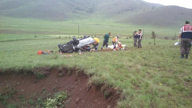 Erzincan'da Otomobil Takla Attı: 2 Ölü, 1 Yaralı
