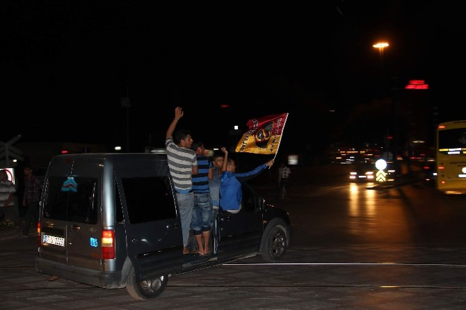 Gaziantep'te Taraftarlar Galibiyeti Kutladı