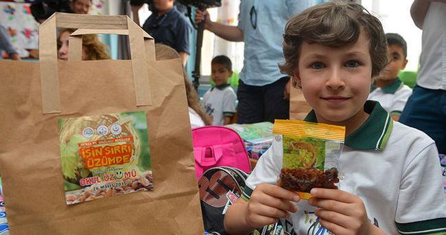 Okullarda kuru üzüm dağıtımı başladı